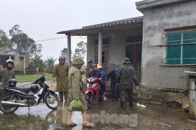 Bão 13 dữ dội nhất từ đêm nay đến sáng mai, nguy cơ ngập lụt lớn - ảnh 24