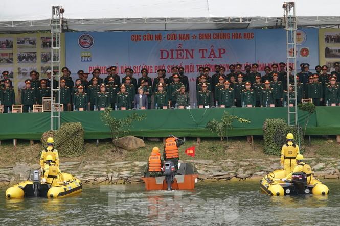 Quân đội diễn tập phòng thủ dân sự liên tỉnh ứng phó sự cố môi trường - ảnh 3