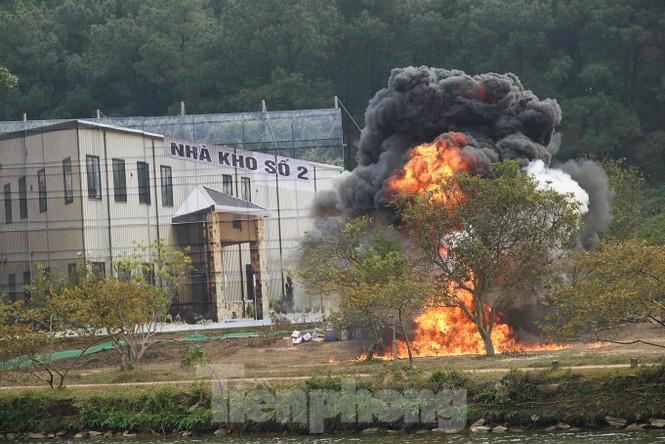 Quân đội diễn tập phòng thủ dân sự liên tỉnh ứng phó sự cố môi trường - ảnh 2