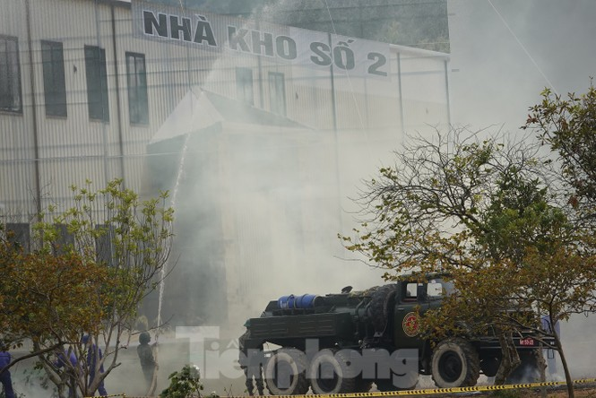 Quân đội diễn tập phòng thủ dân sự liên tỉnh ứng phó sự cố môi trường - ảnh 11