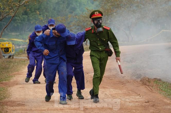 Quân đội diễn tập phòng thủ dân sự liên tỉnh ứng phó sự cố môi trường - ảnh 8
