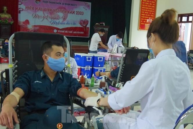Tuổi trẻ Đoàn Không quân Thăng Long tình nguyện hiến hơn 1.000 đơn vị máu  - ảnh 1