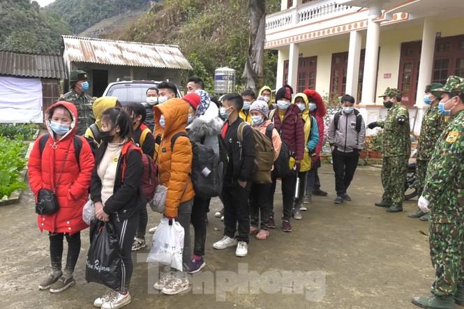 Bắt 35 người nhập cảnh trái phép về Việt Nam - ảnh 3