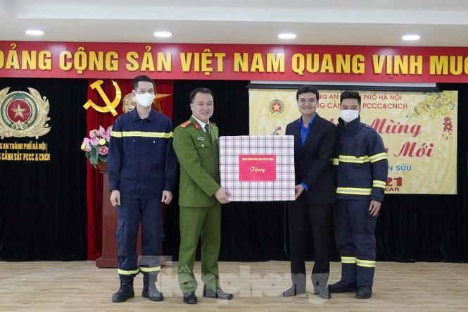 Lãnh đạo T.Ư Đoàn chúc Tết chiến sĩ phòng cháy chữa cháy, sinh viên, du học sinh - ảnh 2