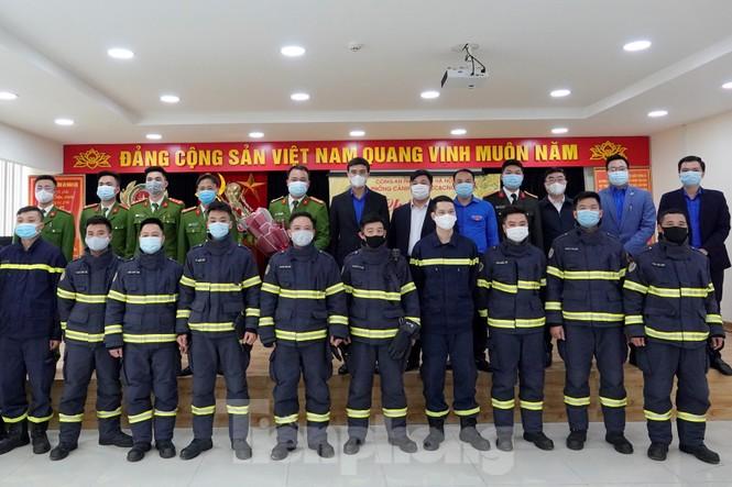 Lãnh đạo T.Ư Đoàn chúc Tết chiến sĩ phòng cháy chữa cháy, sinh viên, du học sinh - ảnh 6