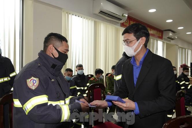 Lãnh đạo T.Ư Đoàn chúc Tết chiến sĩ phòng cháy chữa cháy, sinh viên, du học sinh - ảnh 1