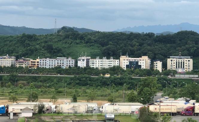 Trung Quốc dùng máy soi hàng, hàng trăm xe container Thanh Long ùn ứ ở cửa khẩu - ảnh 5