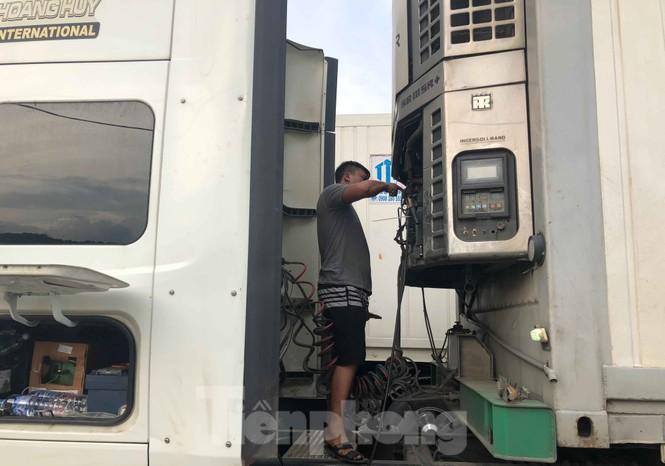 Trung Quốc dùng máy soi hàng, hàng trăm xe container Thanh Long ùn ứ ở cửa khẩu - ảnh 8