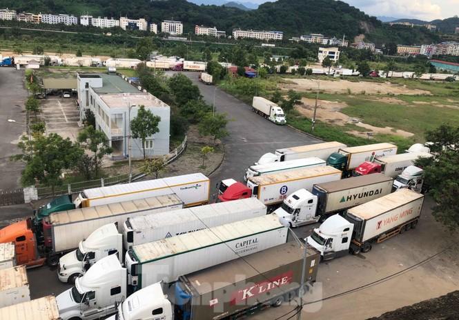 Trung Quốc dùng máy soi hàng, hàng trăm xe container Thanh Long ùn ứ ở cửa khẩu - ảnh 1