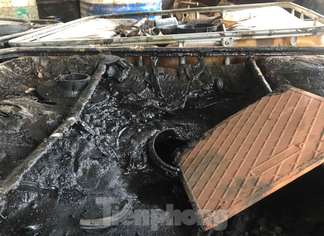 Tận thấy nơi chứa dầu thải đổ vào nguồn nước sạch sông Đà - ảnh 8