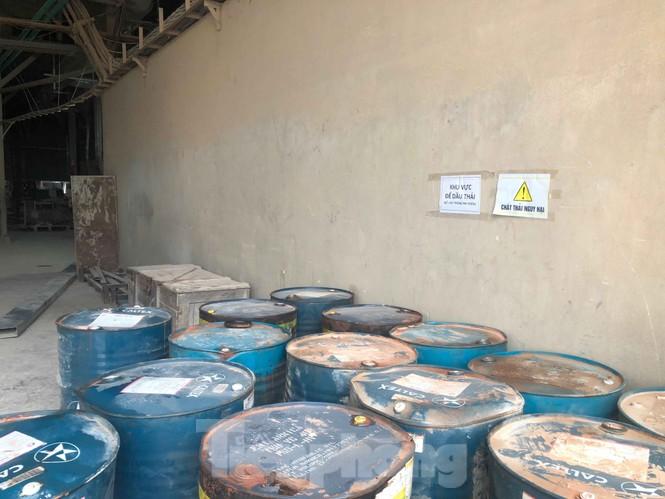 Tận thấy nơi chứa dầu thải đổ vào nguồn nước sạch sông Đà - ảnh 4