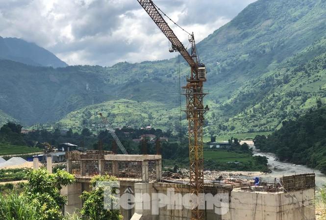 Thủy điện trăm tỷ, nghìn tỷ không phép: Chính quyền Lào Cai buông lỏng quản lý - ảnh 3
