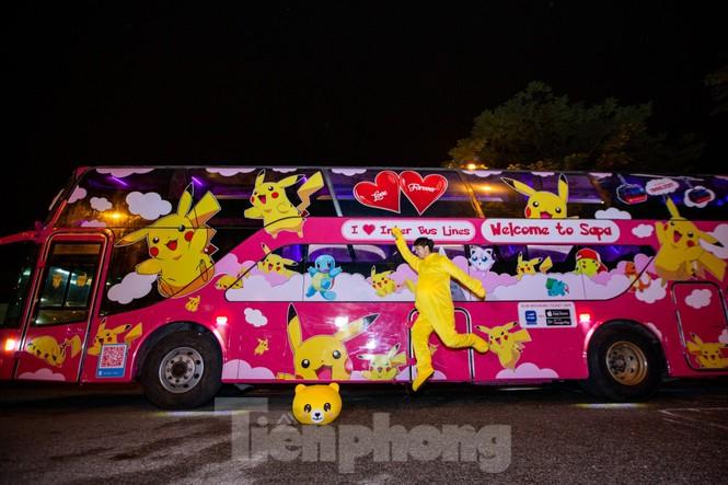 Kỳ lạ quái thú 'Pokémon' xuất hiện trên xe khách tình nhân đi SaPa - ảnh 1