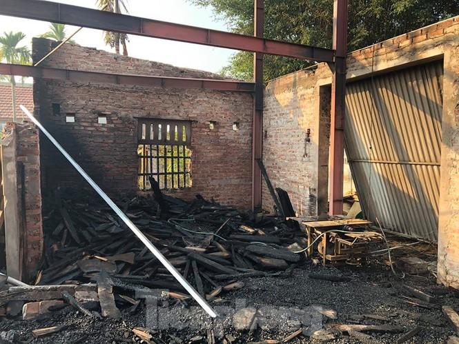 Cháy xưởng gỗ lúc rạng sáng, thiệt hại hàng trăm triệu đồng - ảnh 3