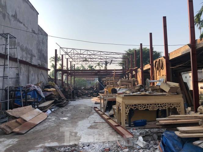 Cháy xưởng gỗ lúc rạng sáng, thiệt hại hàng trăm triệu đồng - ảnh 1