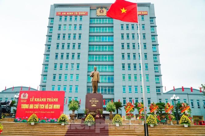 Khánh thành tượng đài Chủ tịch Hồ Chí Minh tại trụ sở Công an tỉnh Nam Định - ảnh 5