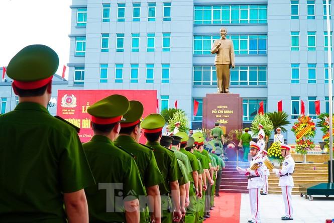 Khánh thành tượng đài Chủ tịch Hồ Chí Minh tại trụ sở Công an tỉnh Nam Định - ảnh 6