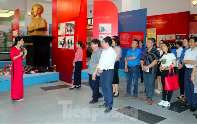 Khánh thành tượng đài Chủ tịch Hồ Chí Minh tại trụ sở Công an tỉnh Nam Định - ảnh 3