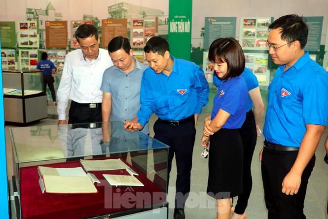 Khánh thành tượng đài Chủ tịch Hồ Chí Minh tại trụ sở Công an tỉnh Nam Định - ảnh 4