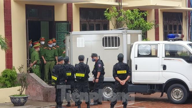 An ninh siết chặt tại phiên xử giang hồ Đường 'Nhuệ' - ảnh 1
