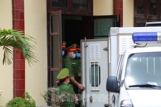 Giang hồ Đường 'Nhuệ' lĩnh 30 tháng tù vì đánh người ở trụ sở công an - ảnh 2