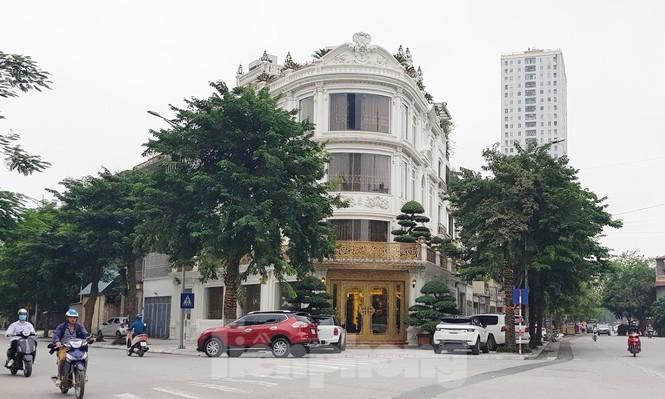 Hà Nội 'lệnh' các quận báo cáo việc nở rộ công trình 'cung điện, lâu đài' hợp thửa - ảnh 2