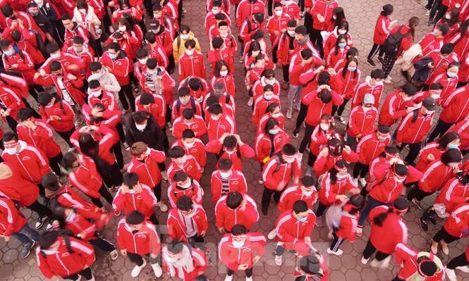 Sinh viên Đại học Bách khoa trước giờ khai hội Chủ nhật Đỏ - ảnh 4