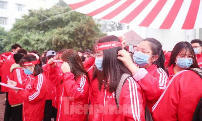 Sinh viên Đại học Bách khoa trước giờ khai hội Chủ nhật Đỏ - ảnh 6