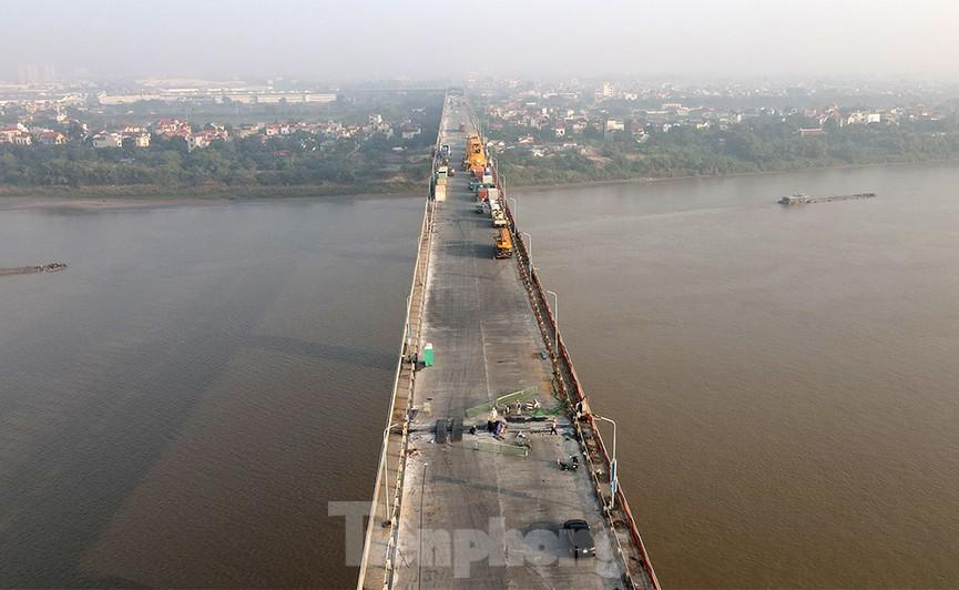 Cận cảnh 'đại công trường' sửa chữa mặt cầu Thăng Long trước ngày thông xe - ảnh 13