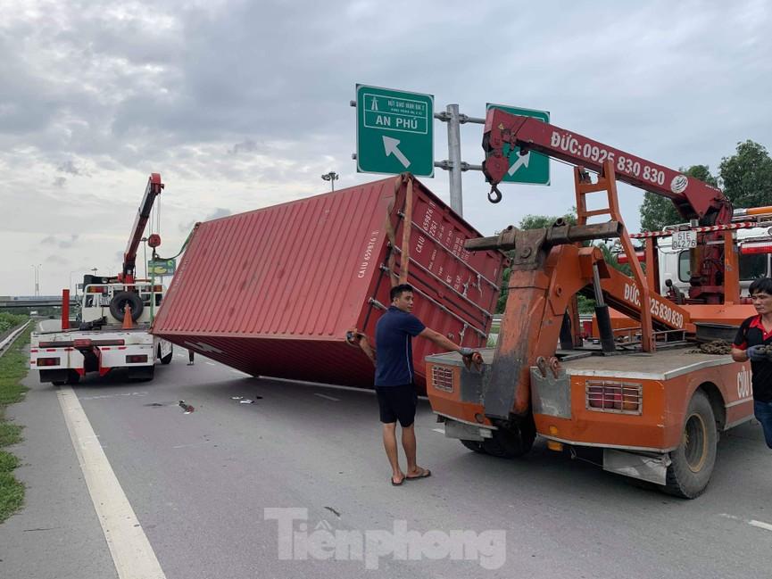Ớn lạnh 'hung thần' container tung hoành trên đường phố Sài Gòn - ảnh 2