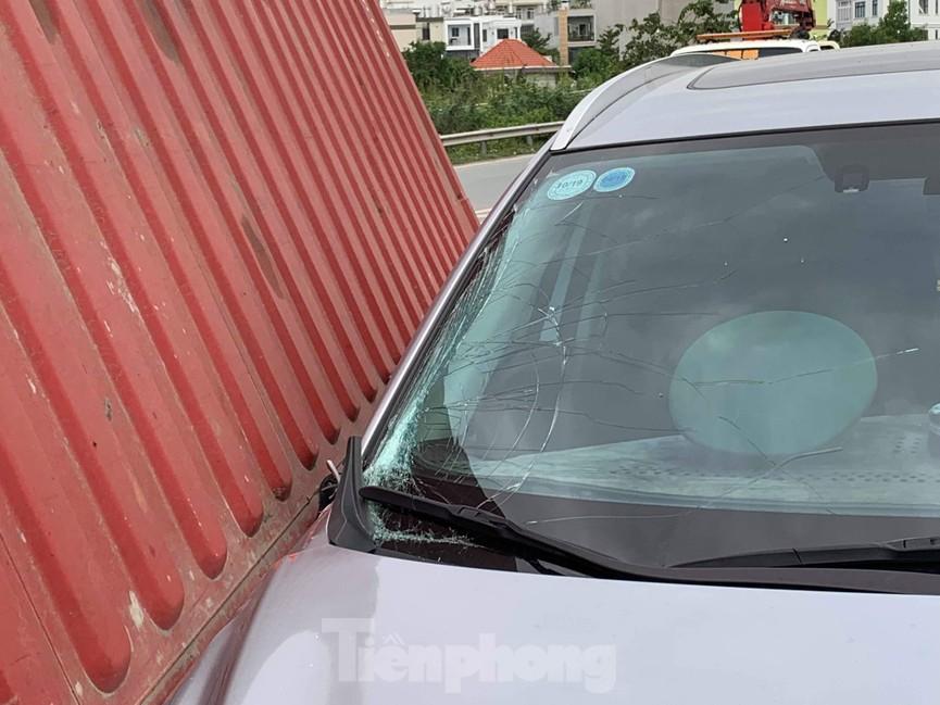 Ớn lạnh 'hung thần' container tung hoành trên đường phố Sài Gòn - ảnh 1