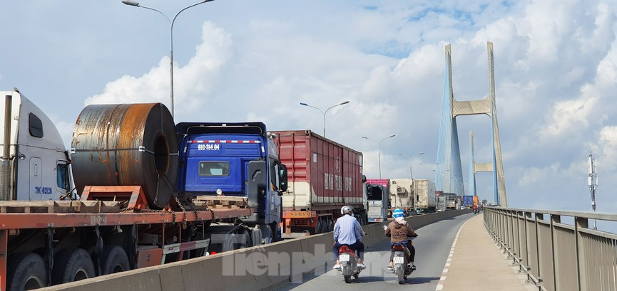 Ớn lạnh 'hung thần' container tung hoành trên đường phố Sài Gòn - ảnh 18