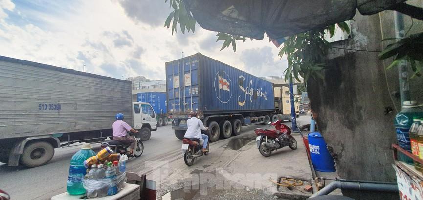 Ớn lạnh 'hung thần' container tung hoành trên đường phố Sài Gòn - ảnh 6