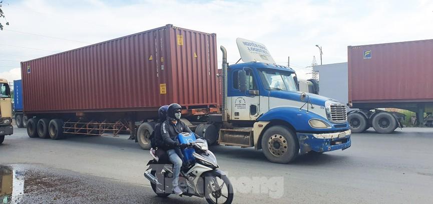 Ớn lạnh 'hung thần' container tung hoành trên đường phố Sài Gòn - ảnh 17