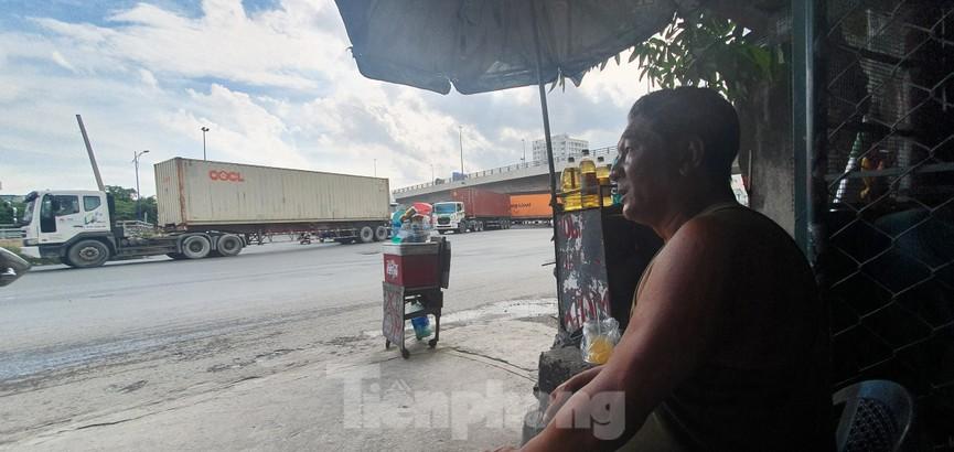 Ớn lạnh 'hung thần' container tung hoành trên đường phố Sài Gòn - ảnh 12