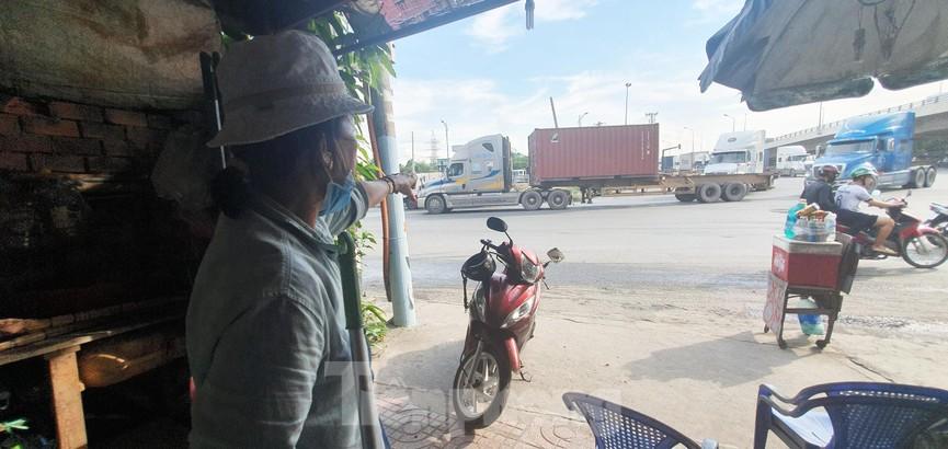 Ớn lạnh 'hung thần' container tung hoành trên đường phố Sài Gòn - ảnh 16