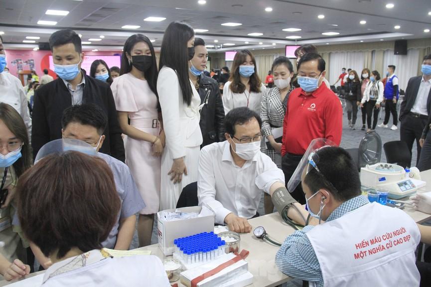 Samsung Việt Nam hiến máu hưởng ứng chương trình Chủ nhật Đỏ - ảnh 12