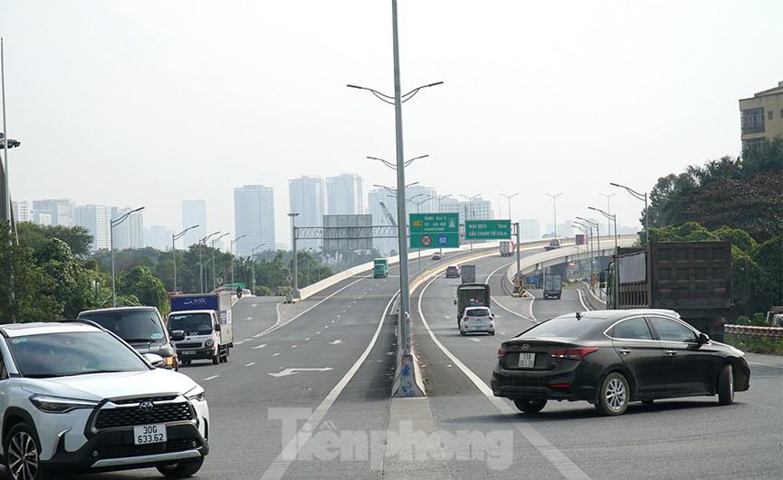 Cận cảnh 'đại công trường' sửa chữa mặt cầu Thăng Long trước ngày thông xe - ảnh 15