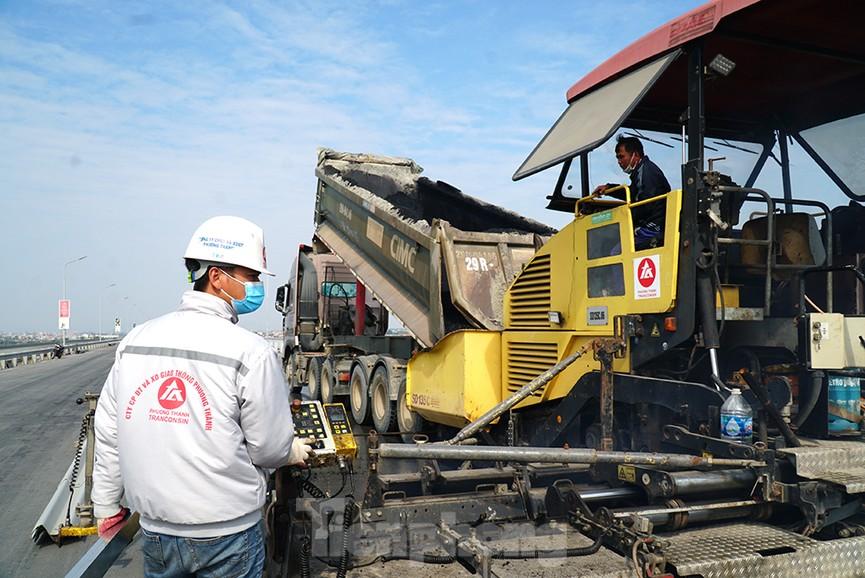 Cận cảnh 'đại công trường' sửa chữa mặt cầu Thăng Long trước ngày thông xe - ảnh 5