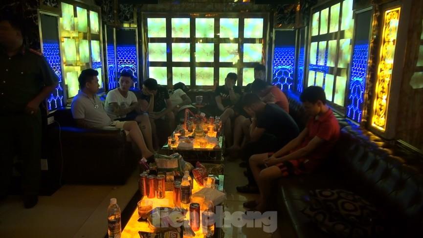 Đột kích nhà hàng ở Sài Gòn phát hiện hàng chục người đang phê ma tuý - ảnh 1