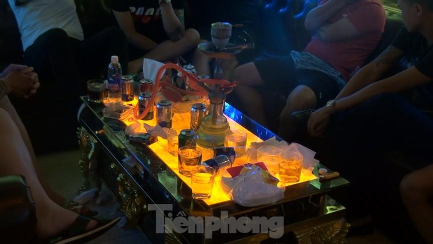 Đột kích nhà hàng ở Sài Gòn phát hiện hàng chục người đang phê ma tuý - ảnh 2