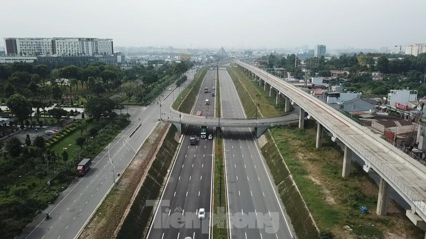 Nhìn từ trên cao nút giao thông cửa ngõ phía Đông Sài Gòn vừa thông xe - ảnh 9