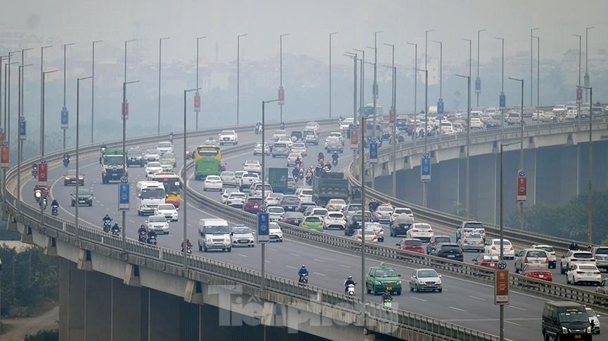 Dòng phương tiện ùn ùn về Hà Nội trong ngày cuối nghỉ Tết Dương lịch - ảnh 1