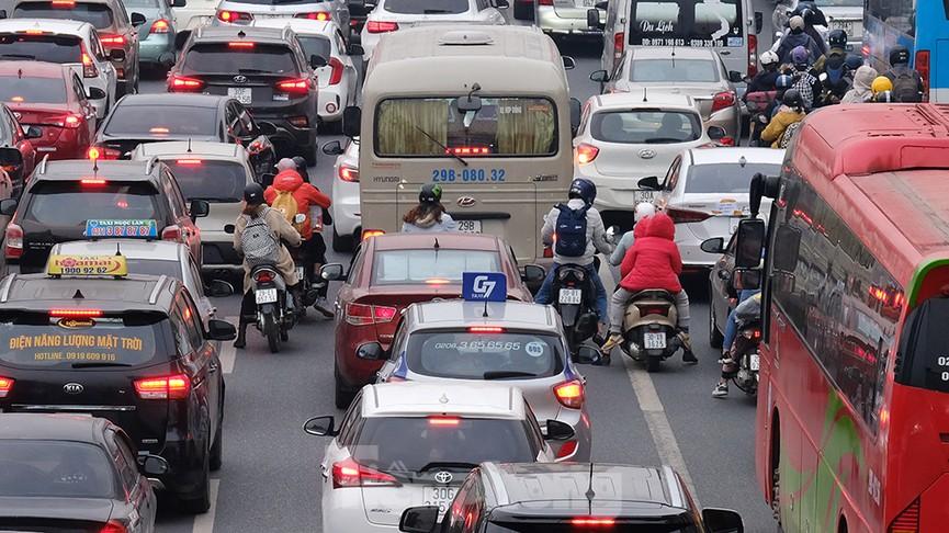 Dòng phương tiện ùn ùn về Hà Nội trong ngày cuối nghỉ Tết Dương lịch - ảnh 3