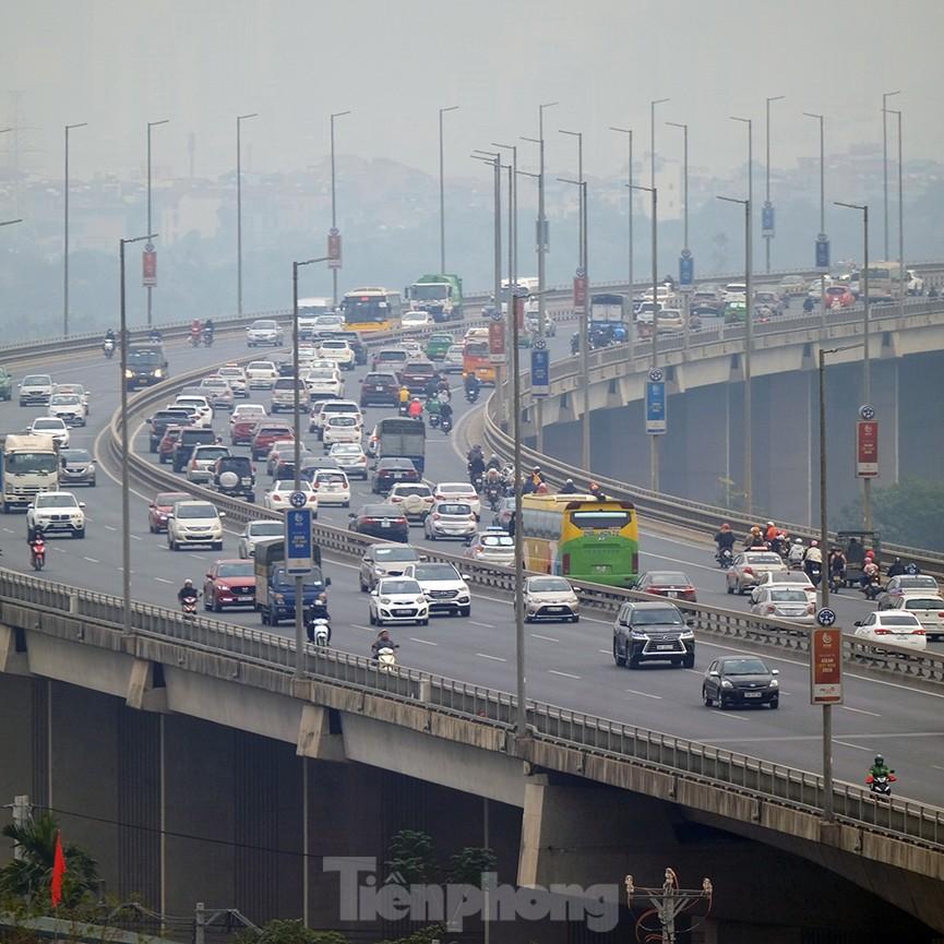Dòng phương tiện ùn ùn về Hà Nội trong ngày cuối nghỉ Tết Dương lịch - ảnh 7