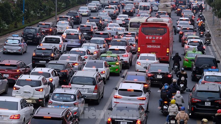 Dòng phương tiện ùn ùn về Hà Nội trong ngày cuối nghỉ Tết Dương lịch - ảnh 8