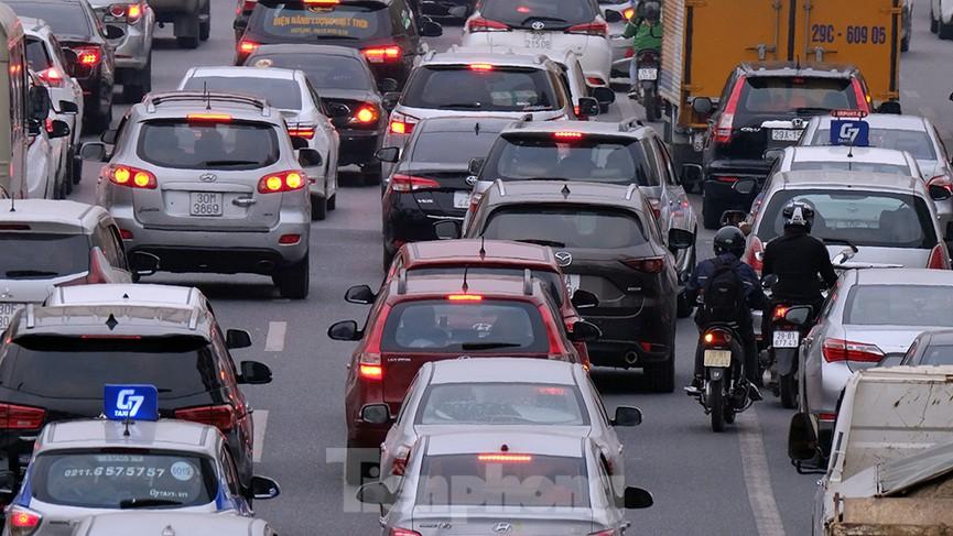 Dòng phương tiện ùn ùn về Hà Nội trong ngày cuối nghỉ Tết Dương lịch - ảnh 10