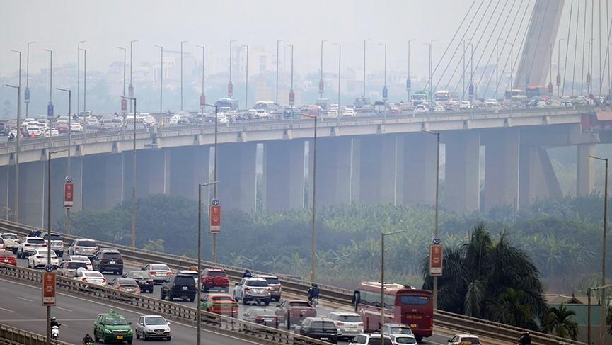 Dòng phương tiện ùn ùn về Hà Nội trong ngày cuối nghỉ Tết Dương lịch - ảnh 11