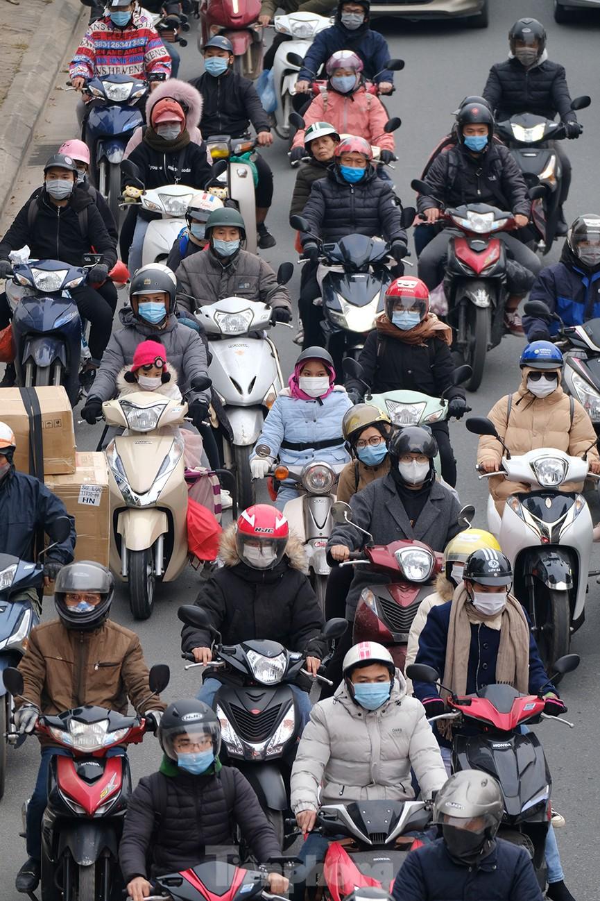Dòng phương tiện ùn ùn về Hà Nội trong ngày cuối nghỉ Tết Dương lịch - ảnh 13
