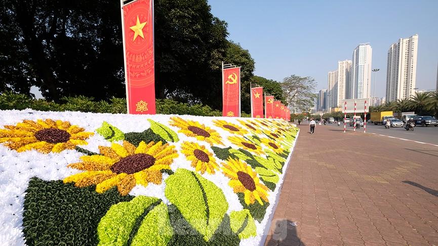 Trung tâm Hội nghị Quốc gia trang hoàng chuẩn bị Đại hội lần thứ XIII của Đảng - ảnh 1